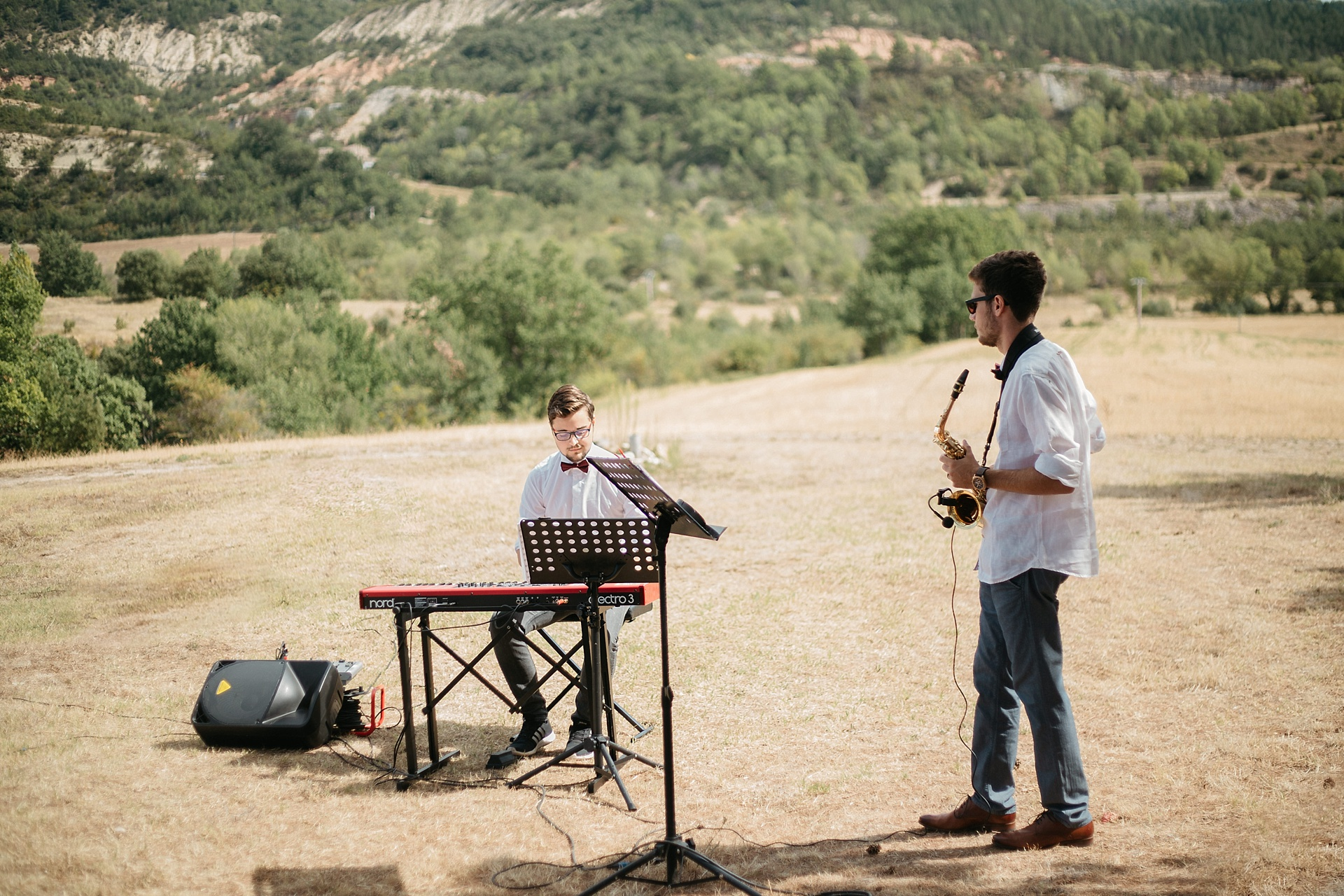 Traumhafte Hochzeit in der Provence. MYNONZO. Musikalische Begleitung mit dem Saxophon. Es herrscht eine ganz besondere Stimmung.