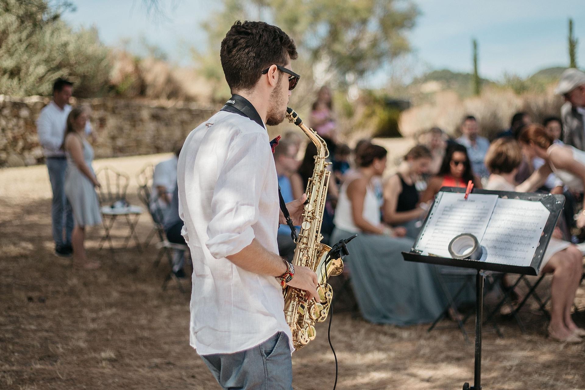 Traumhafte Hochzeit in der Provence. Musikalische Begleitung mit dem Saxophon.