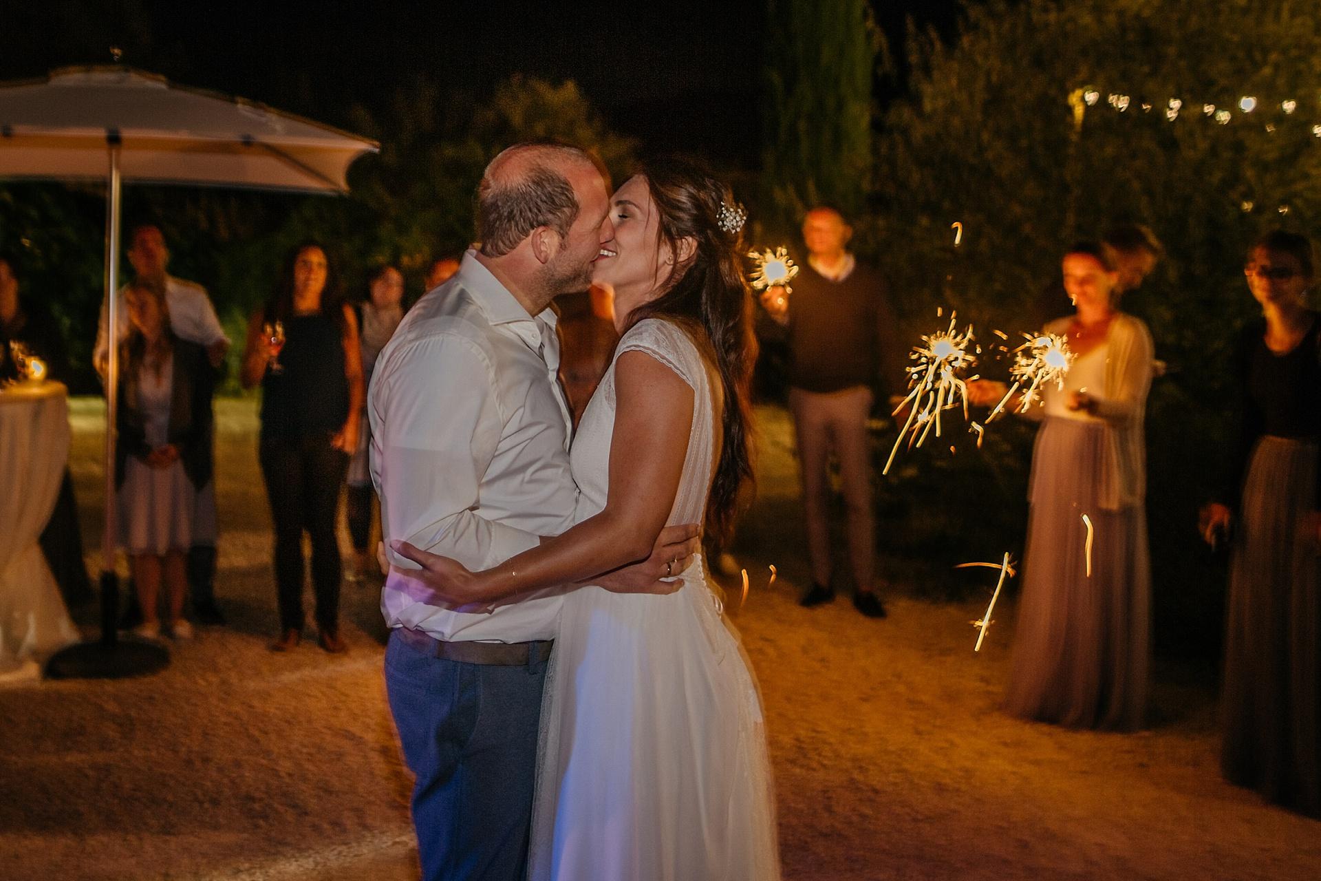 Traumhafte Hochzeit in der Provence. Der Tanz des Brautpaares.