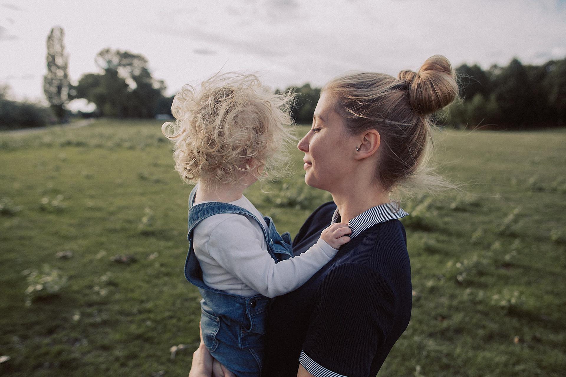 familien-reportage-bremen-danielzube-familienfotografie_0021.jpg