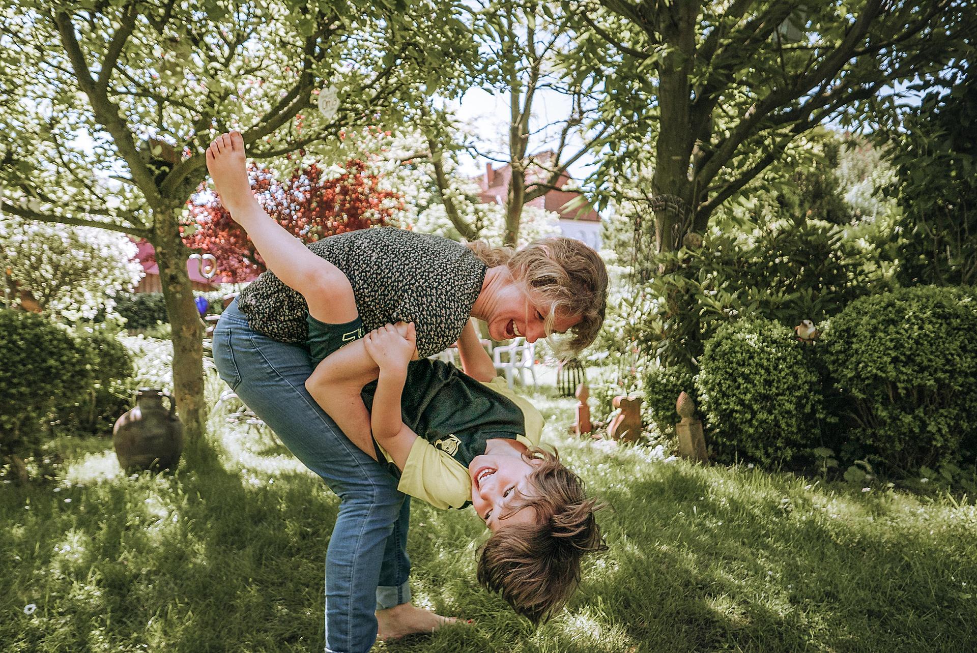Gartenspaß mit Mama